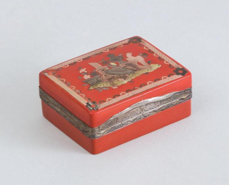 LOUIS XV SILVER-MOUNTED AND THREE-COLOR GOLD INLAID RED LACQUER BOITE À MOUCHES