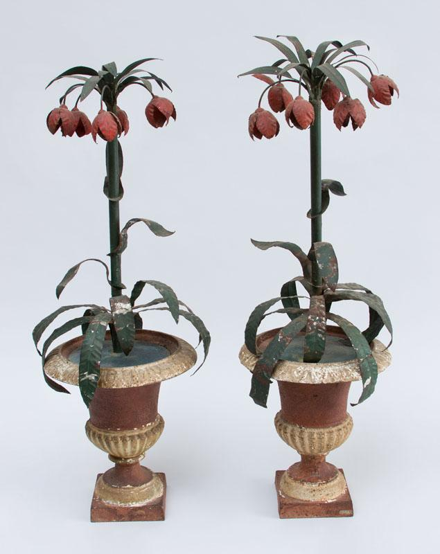 PAIR OF NEOCLASSICAL STYLE MARBLEIZED CAST-IRON URNS HOLDING TÔLE PEINTE IMPERIAL FRITILLARIA
