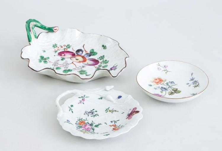 CHELSEA GOLD ANCHOR PORCELAIN LEAF-FORM DISH, ANOTHER LEAF-FORM DISH AND A MEISSEN PORCELAIN DISH