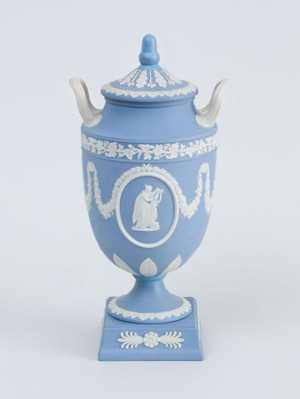 WEDGWOOD BLUE JASPERWARE POTTERY TWO-HANDLED URN AND COVER