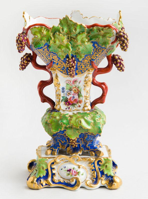 RUSSIAN PORCELAIN PAINTED AND PARCEL-GILT MANTLE VASE, KORNILOV BROS. ST. PETERSBURG