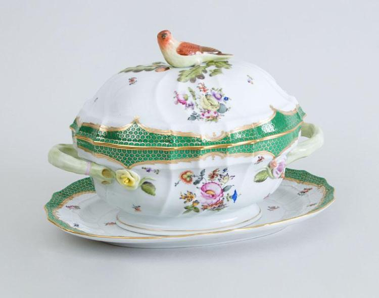 HEREND PORCELAIN TUREEN, COVER AND STAND