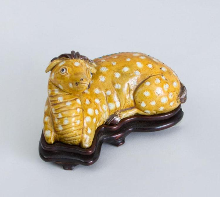 CHINESE PORCELAIN FIGURE OF A RECUMBENT SPOTTED STAG