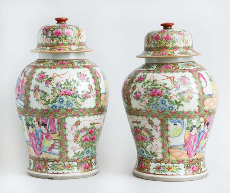 PAIR OF CHINESE EXPORT ROSE MEDALLION BALUSTER-FORM PORCELAIN JARS AND COVERS