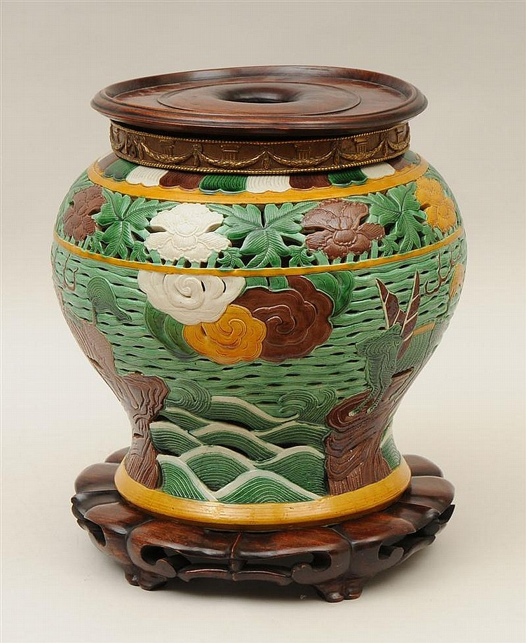 Chinese Fahua-Style Glazed Pottery Large Jar