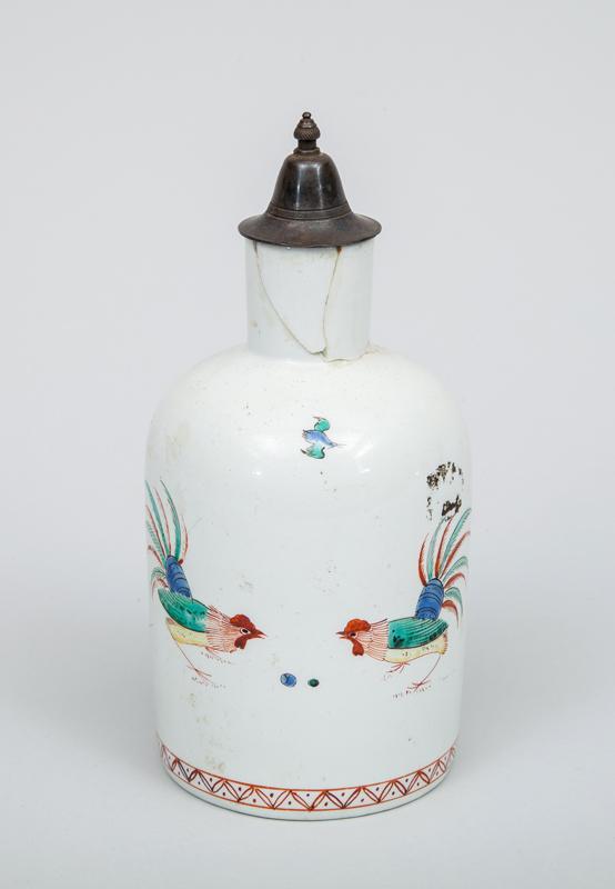 Chantilly Porcelain Tea Caddy, in the Kakiemon Pattern