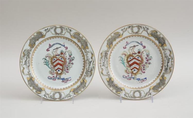 PAIR OF CHINESE EXPORT FAMILLE ROSE PORCELAIN ARMORIAL PLATES
