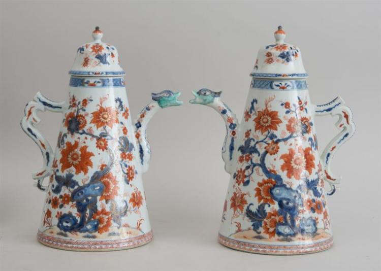 FINE PAIR OF CHINESE EXPORT IMARI PORCELAIN CHOCOLATE POTS AND COVERS