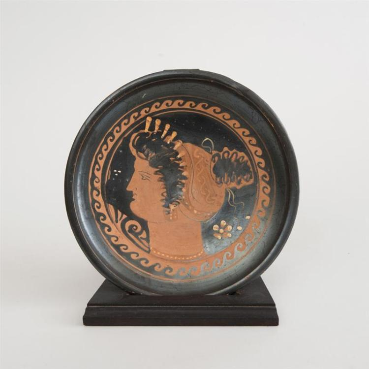APULIAN RED-FIGURE FOOTED DISH