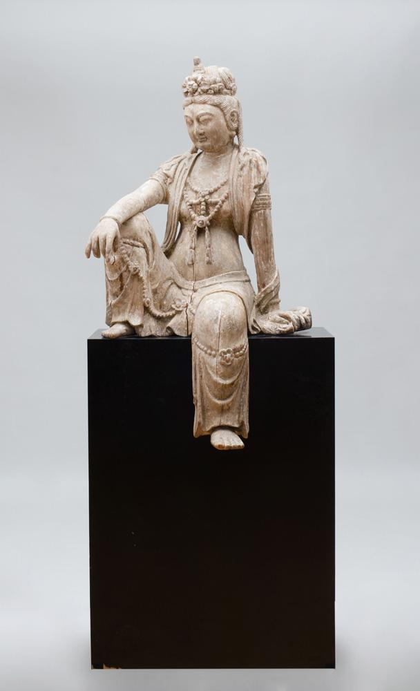 CHINESE CARVED AND PAINTED WOOD FIGURE OF A SEATED GUAN YIN
