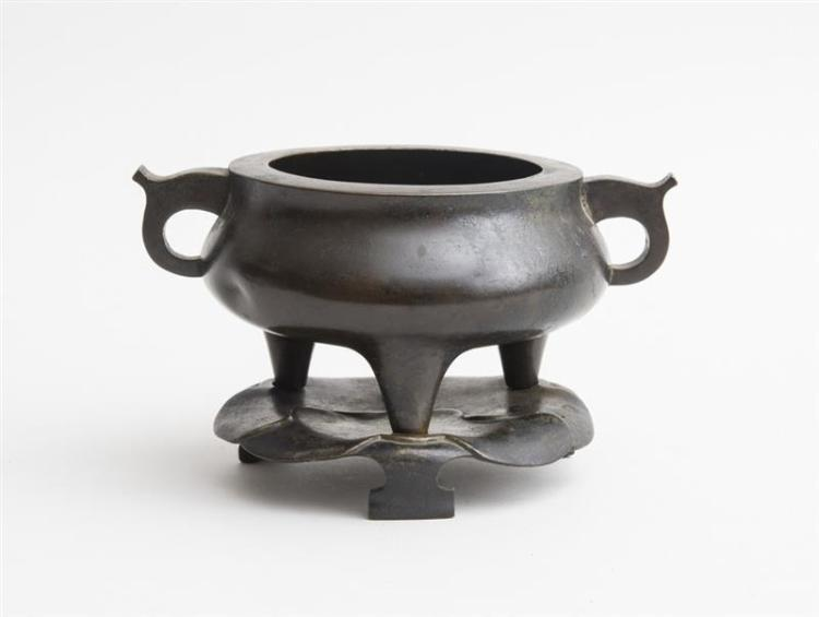 CHINESE BRONZE GUI CENSER WITH LOTUS FORM STAND
