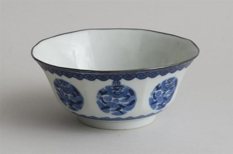 GROUP OF FIVE CHINESE BLUE AND WHITE PORCELAIN VESSELS