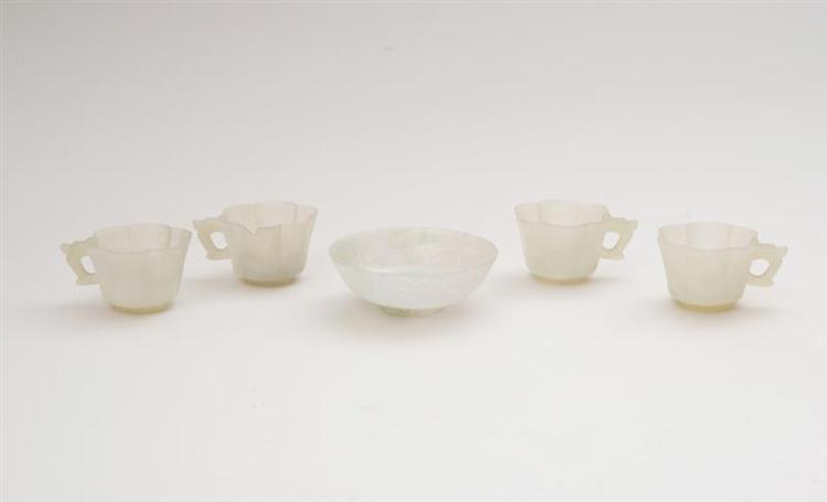 SET OF FOUR CHINESE SMOKEY GREY JADE HEXAFOIL CUPS AND A PALE JADEITE FOOTED DISH
