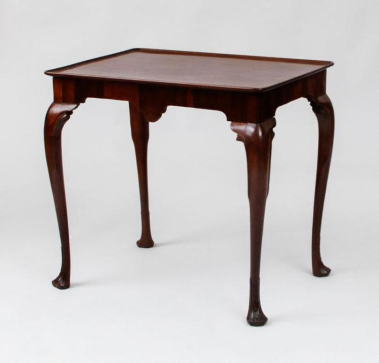 QUEEN ANNE MAHOGANY TRAY-TOP TEA TABLE