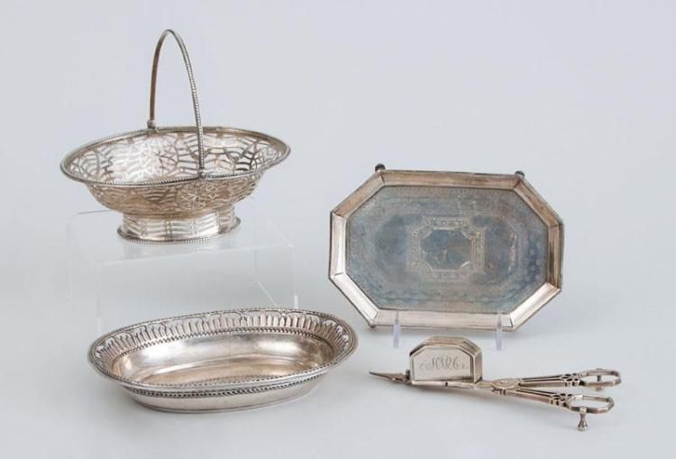 GROUP OF THREE GEORGE III SILVER SMALL ARTICLES AND A CONTINENTAL OVAL SMALL TRAY
