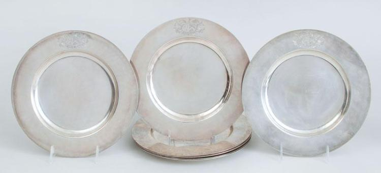 SET OF EIGHT ENGLISH ARMORIAL SILVER PLATES