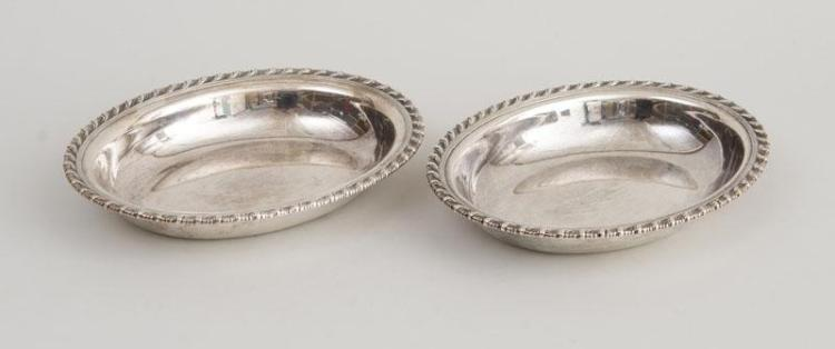 PAIR OF TIFFANY & CO. SILVER OVAL OPEN VEGETABLE DISHES