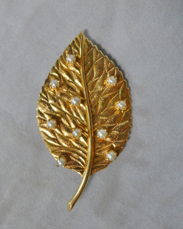 Gold & Pearl Leaf Pin / Brooch