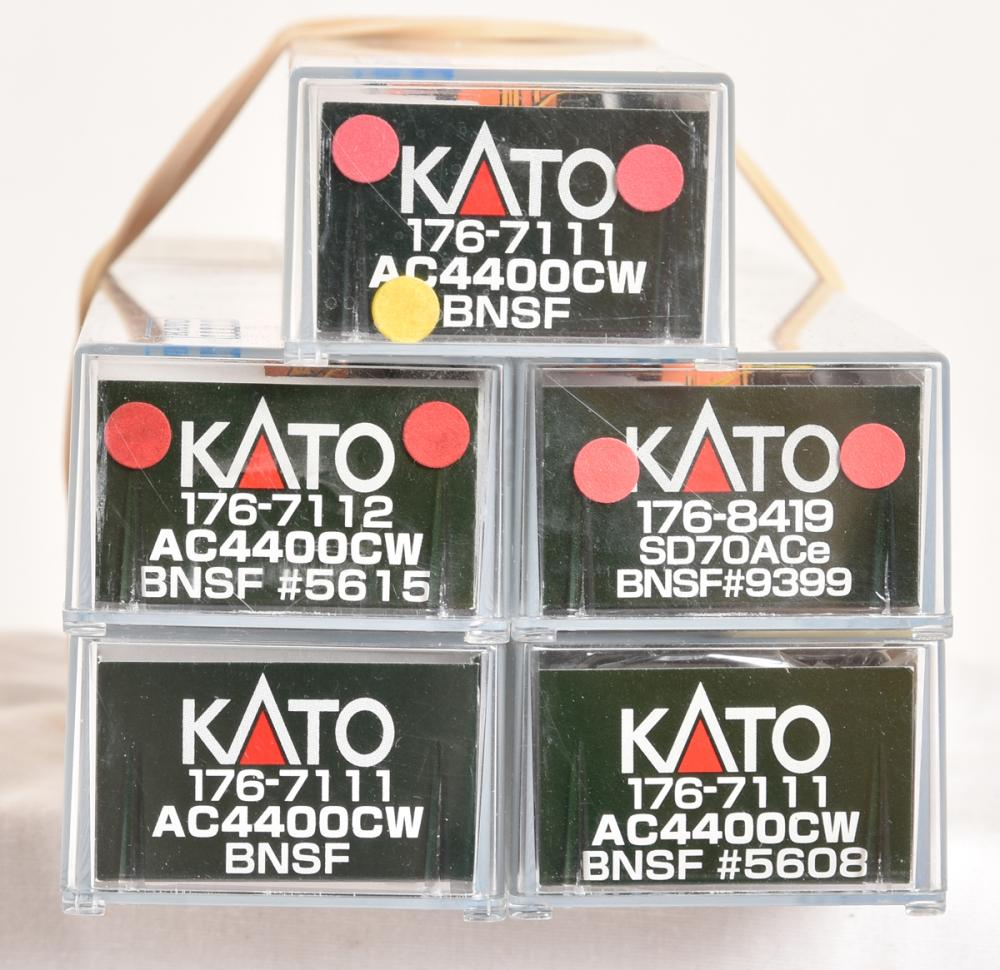 Five Kato N Scale BNSF AC4400CW diesel locomotives- 176-7111,7112,8419