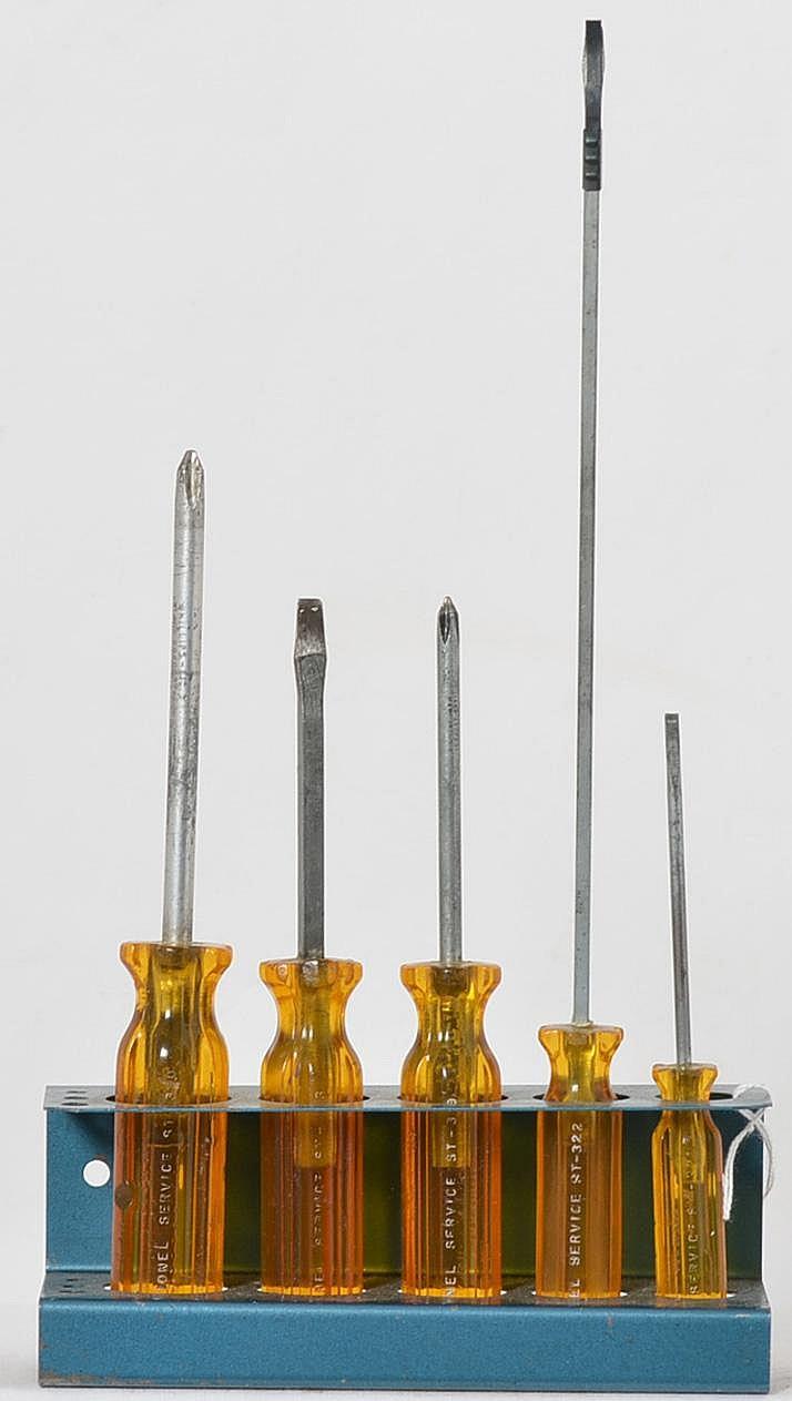 rare st325 lionel service station screwdriver set with stand. Black Bedroom Furniture Sets. Home Design Ideas