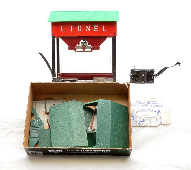 lionel postwar 497 coaling station with controller two 943 a. Black Bedroom Furniture Sets. Home Design Ideas