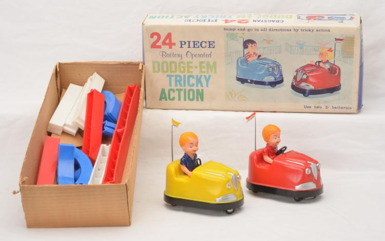 Cragston Toy Made in Hong Kong no. 2533-2 Dodge-Em Tricky Action Boxed