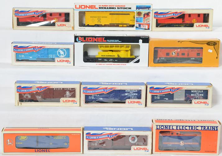 12 Lionel Freight Cars, 9021, 9206, 9205, 9215, 9230, 16620, 9819