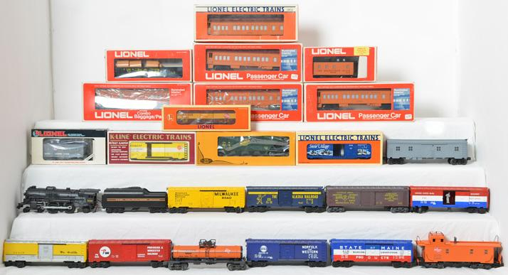 Large group of O gauge Lionel Milwaukee Road locomotive, passenger cars, and more