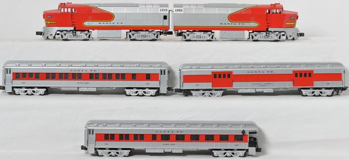 Williams Santa Fe Sharknose AA and Madison Passenger Cars
