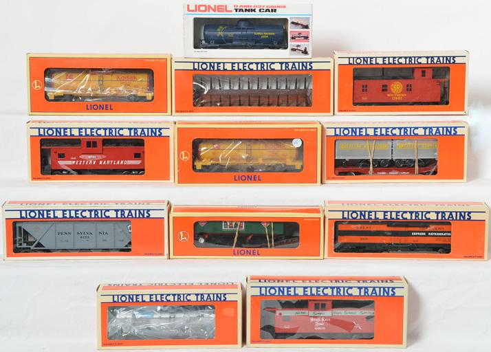 12 Lionel Freight Cars, 16188, 19404, 19704, 6905, 17601, 6308, 17601