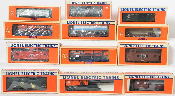 12 Lionel Freight Cars, 19601, 19813, 29822, 19709, 17611, 19703