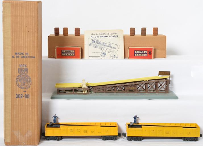 Lionel 362 barrel loader with two variation yellow 3562 yellow cars