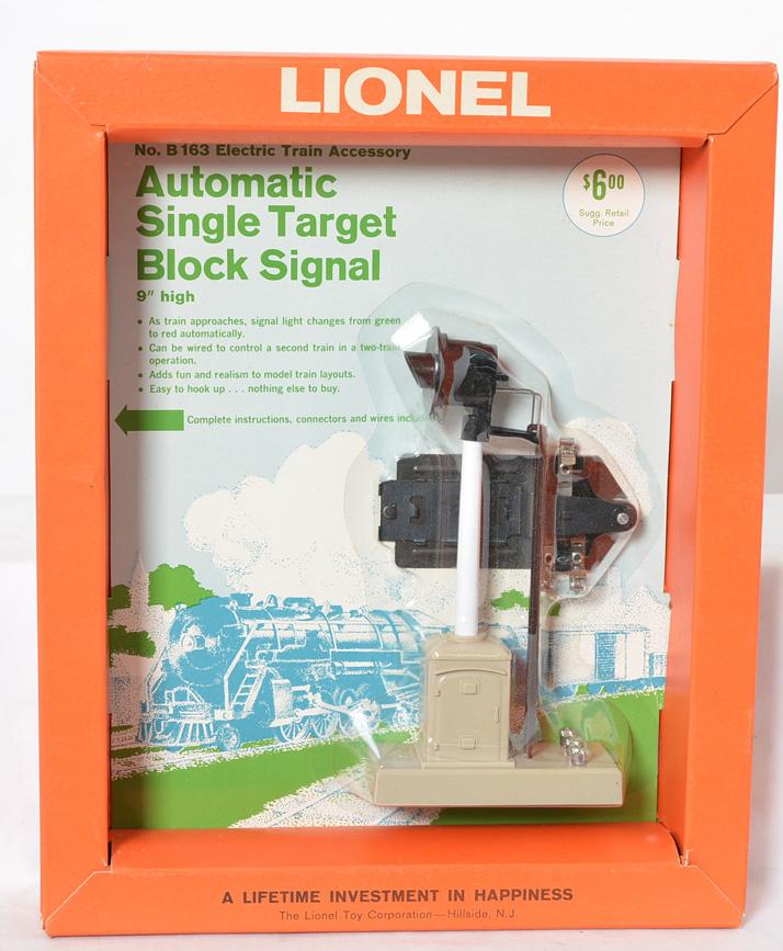 Lionel B163 block signal on blister pack