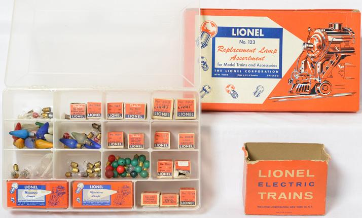 Lionel postwar bulb assortments with original boxes 123, 123-60, multiple boxed bulbs