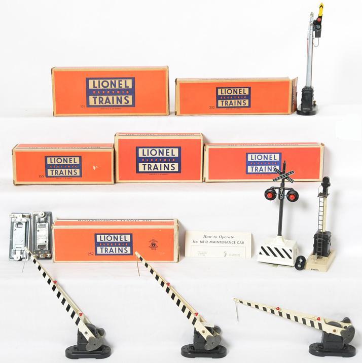 6 Lionel boxed postwar signals 253, 252, 252, 252, 155, 151