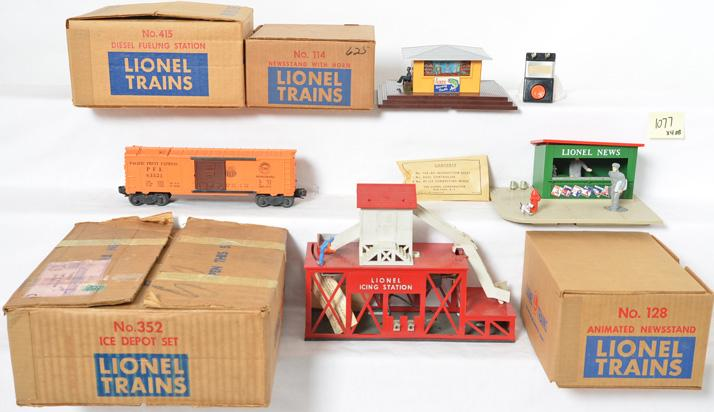 Nice Lionel group of accessories 415, 128, 114, 352
