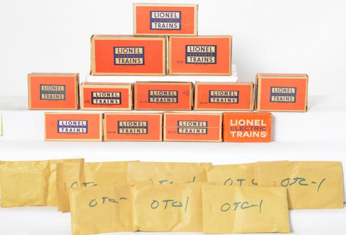 Lionel Postwar O gauge Group of small boxed accessories