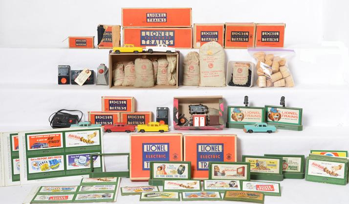 Nice group of Lionel postwar and prewar small accessory items 919, UCS, 025, 206, 207, etc