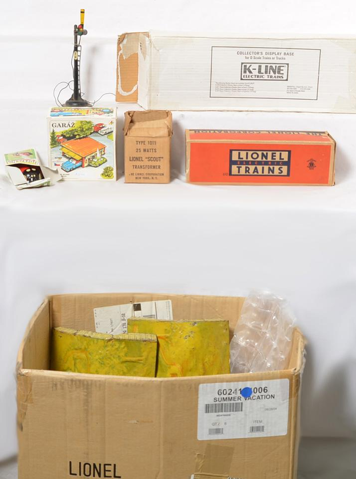Large box of O gauge odds and ends with tough Lionel postwar Erie 610 box