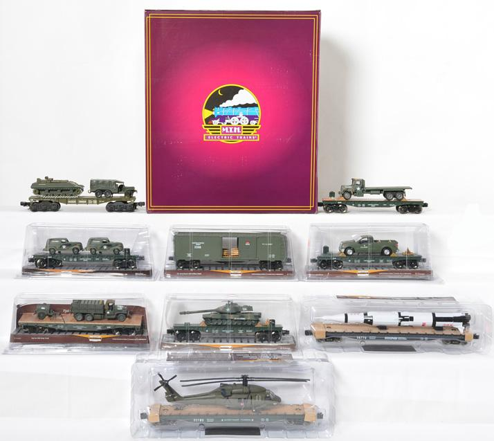 6 MTH 20-90882 US Army flat with crates and 8 Menards Military Flats.