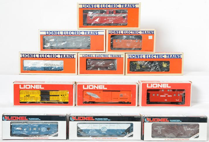12 Lionel Freight Cars, 9724, 9165, 19310, 6116, 19201, 6123, 7404