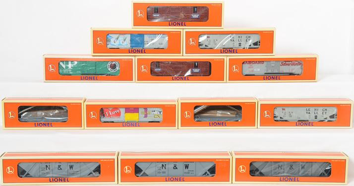 13 Lionel Freight Cars, 19951 19294, 19832, 16434, 19327