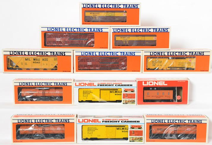 12 Lionel Milwaukee Road Freight Cars, 9455, 19204, 19600, 19515, 19302