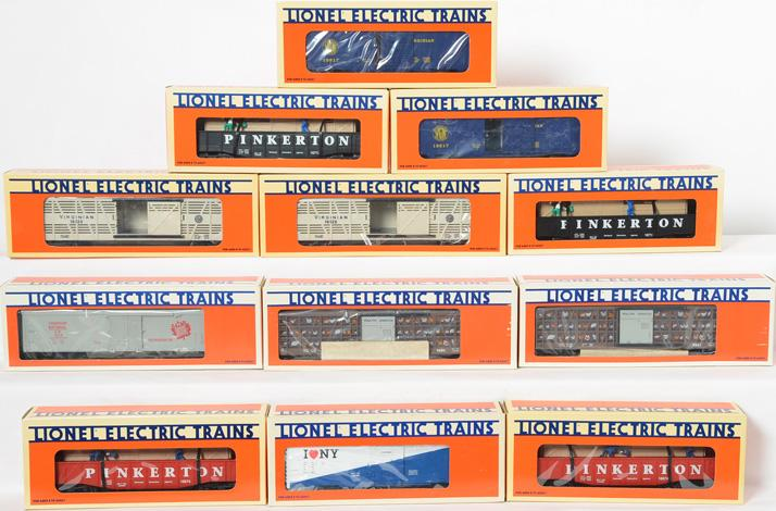 12 Lionel Freight Cars 16674, 19817, 16712, 9475, 9221