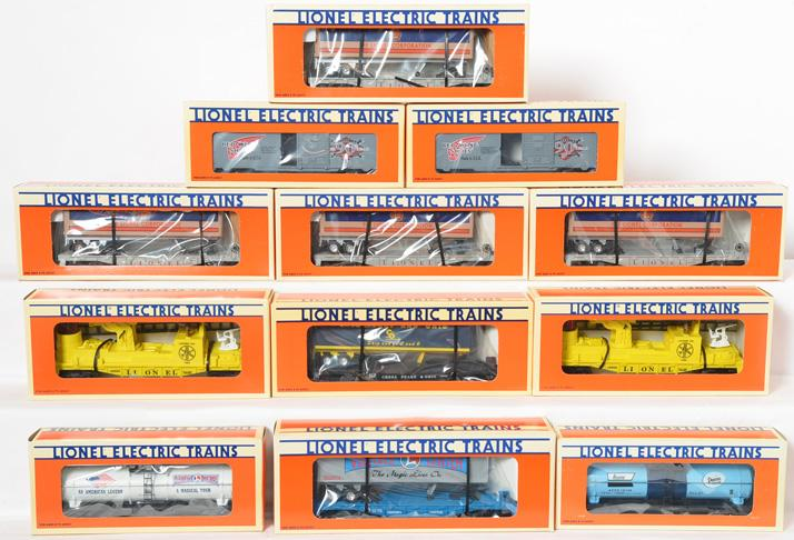 12 Lionel Freight Cars, 19944, 16924, 16264, 19948, 16660