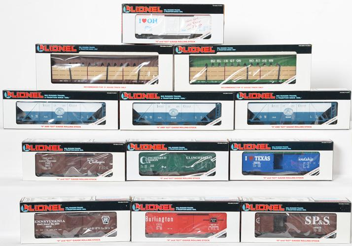 12 Lionel Freight Cars 16372, 19310, 19213, 19243, 19217