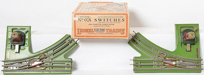 Boxed pair of Lionel No. 21 manual standard gauge switches