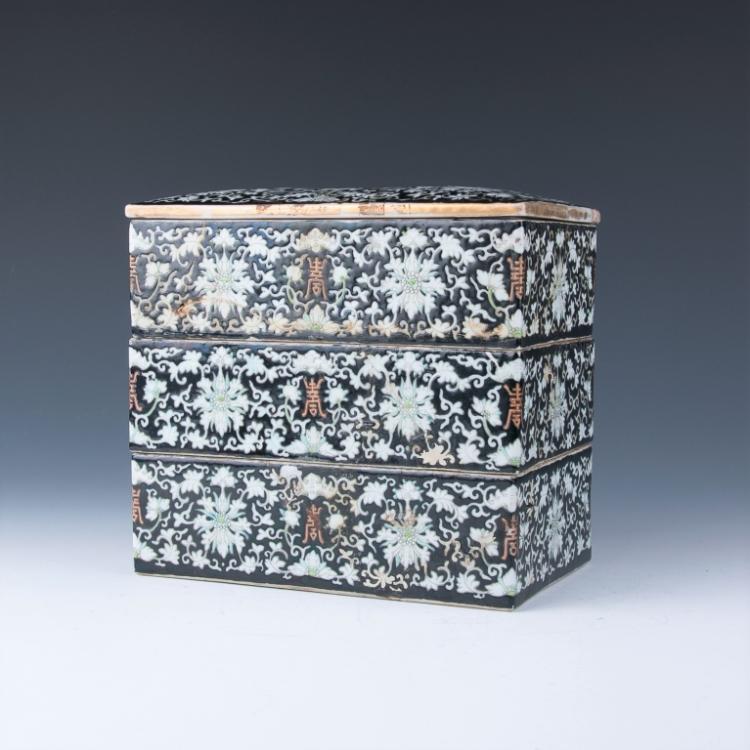 A Three Tiers Porcelain Box