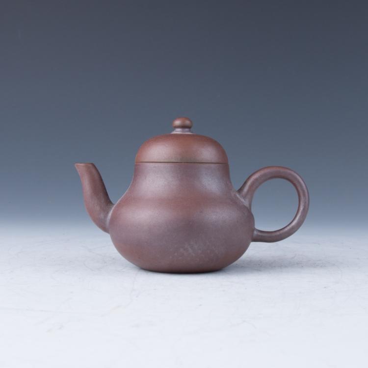 A Small Zisha Teapot, Yi Gong Mark