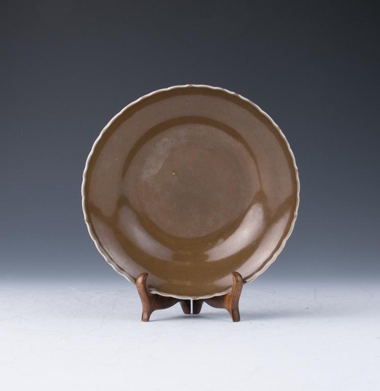 A Tea Dust Glazed Dish, Qing Dynasty